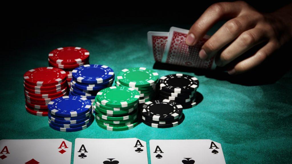 Manfaat Bermain Judi Poker Online